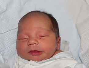 AMOS NOVOTNÝ, LOUNY. Narodil se 12. prosince 2017. Po porodu vážil 3,10 kg a měřil 47 cm. Rodiče jsou Mariana a Tomáš.