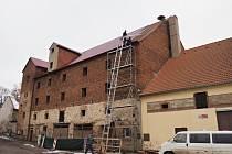 V Kněževsi byla opravena střecha ve sběrného dvora a sušárny.