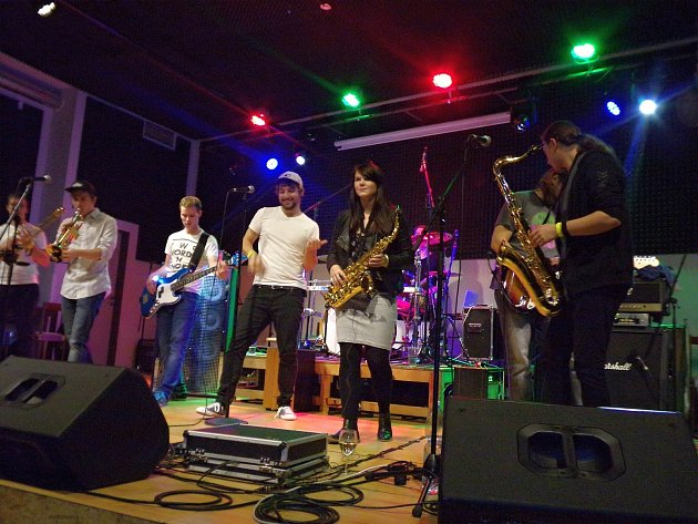 Sobotní večer patřil v rakovnickém Domě osvěty rockové muzice.