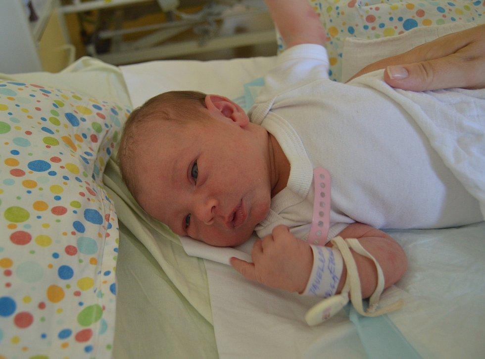 ELENA PAVELKOVÁ, PRAHA. Narodila se 30. června 2019. Po porodu vážila 3,5 kg. Rodiče jsou Karolína a Tomáš. Sestra Leuška.