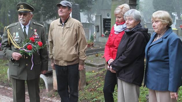 Pietní akt u hrobu a pomníku generála Josefa Kholla