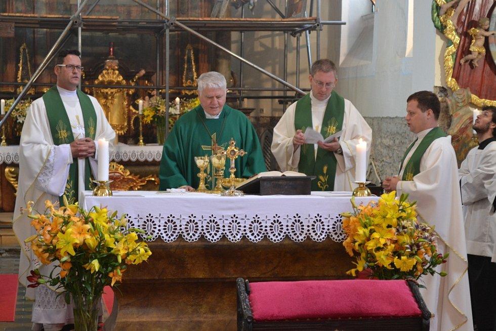 V Novém Strašecí sloužil mši Václav Malý.