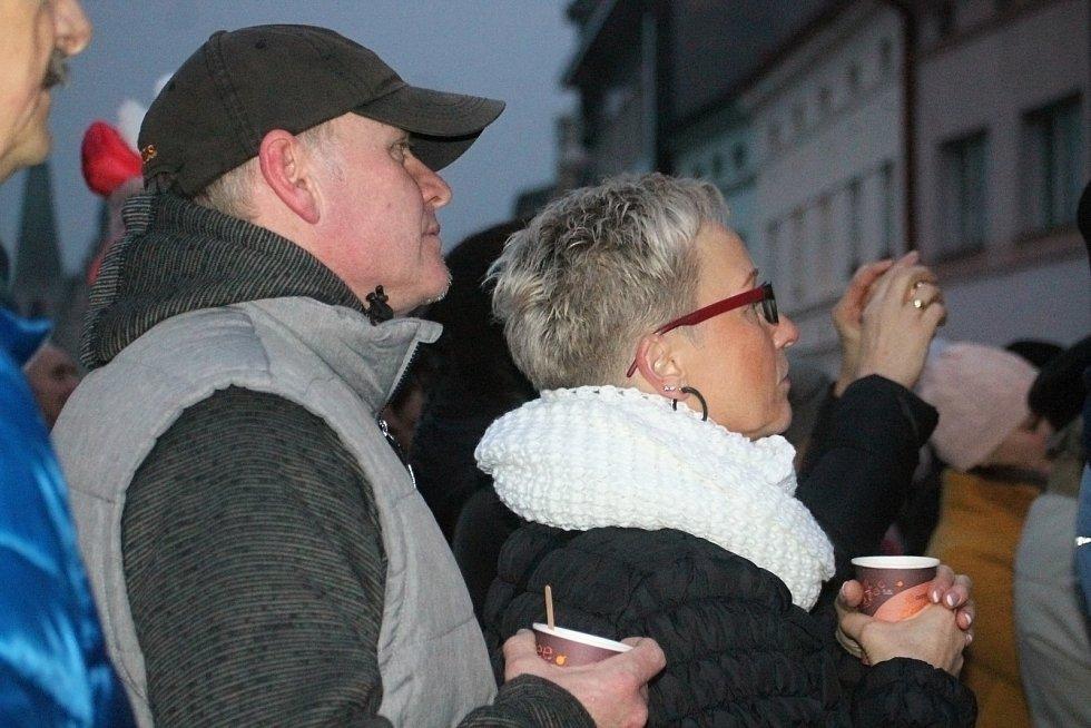 Slavnostní rozsvícení vánočního stromku na Husově náměstí v Rakovníku.