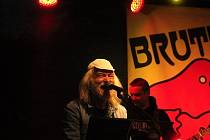 První kapela, která zavítala na zrekonstruované Tyršovo koupaliště, nebyl nikdo jiný, než rakovnická bigbítová legenda Brutus.
