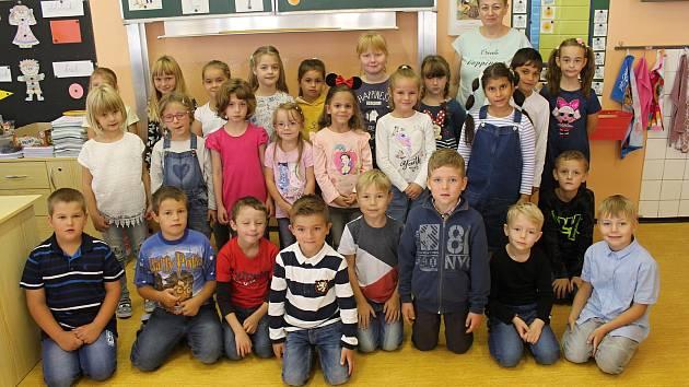 Třída 1. B 1. základní školy v Rakovníku pod vedením třídní učitelky Aleny Rojíkové.
