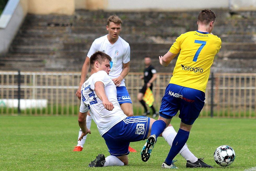 Fotbalová příprava: SK Rakovník (ve žlutém) - Motorlet Praha 1:3.