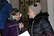 Společné zpívání koled si již po několikáté nenechali ujít v Zavidově u kapličky, kam s dobrou náladou přišli také klienti Domova Domino. A skvělá atmosféra panovala i při zpívání v Čisté u vánočního stromečku. Děti k němu přišly rovnou ze školy, kde si o