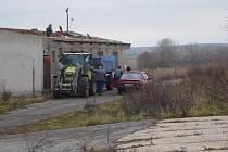 Rozkrádání statku v Řevničově.