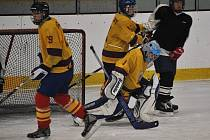 Dorostenecký turnaj hokejistů HC Lány (žluté dresy)