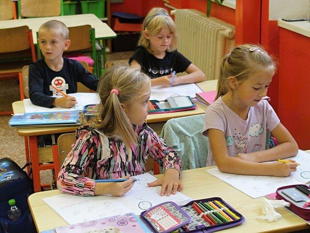 První ročník ZŠ a MŠ Šanov pod vedením třídní učitelky Ivy Cafourkové.