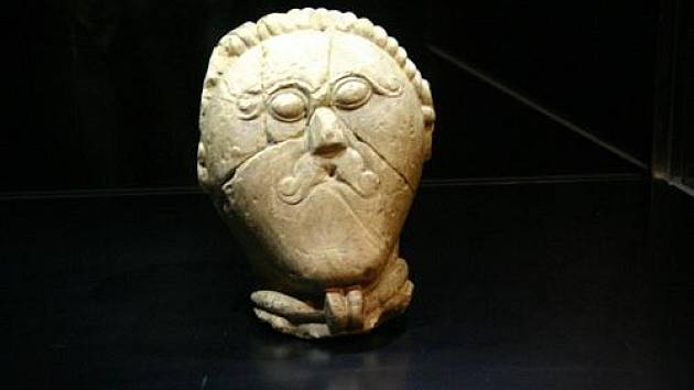 Převoz originálu keltské hlavy do novostrašeckého muzea