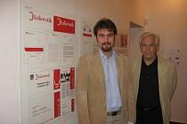 Autor u panelu a vedle něho jeho šéf z OGILVY CID, která návrh zpracovala.