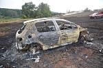 Požár na poli u Žákova rybníka patrně způsobil rozpálený výfuk od zaparkovaného automobilu.