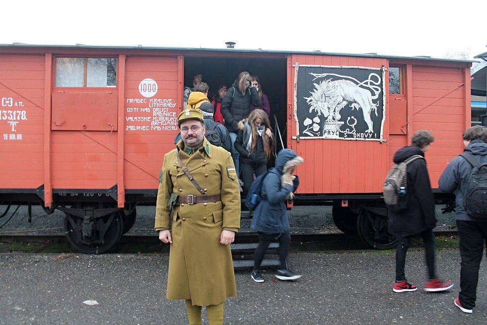Železniční stanici v Rakovníku navštívil Legiovlak.