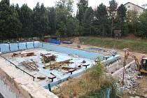 Rekonstrukce plaveckého bazénu má být dokončena v listopadu 2019.