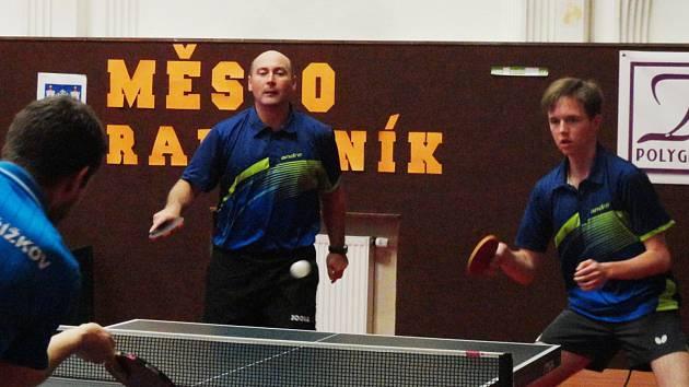 Petr Pisár (vlevo) patřil znovu k oporám rakovnického KST, s Hýžou (vpravo) vyhráli i obě čtyřhry.