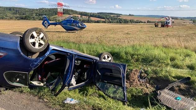 Čtyři zraněné si vyžádala srážka dvou aut, přičemž jedno bylo policejní, která se stala v úterý odpoledne na křižovatce v obci Krupá na Rakovnicku.