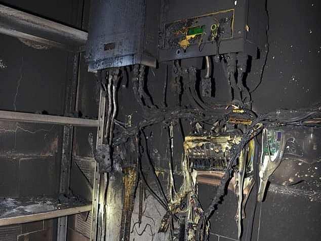 Požár garáže v Kolešovicích na Rakovnicku 6. prosince 2019 před půlnocí.