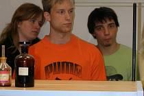 Studenti si přišli prohlédnout prostory, kde budou skládat maturitní zkoušku.