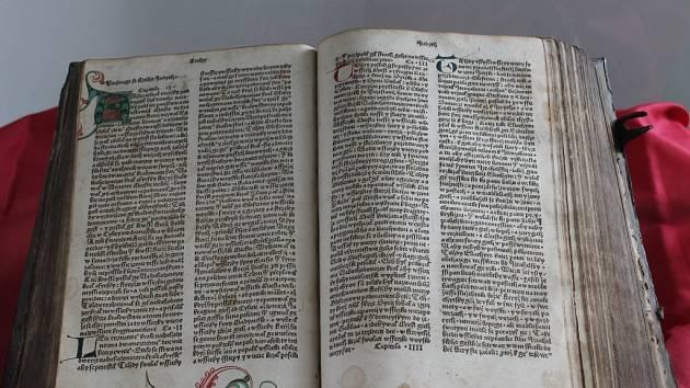 Poklady muzejní knihovny v novostrašeckém muzeu