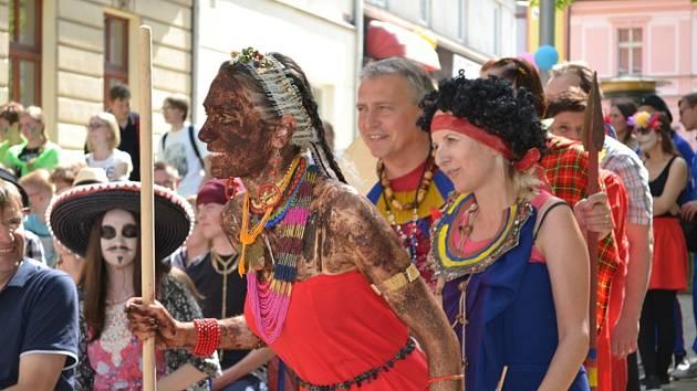 Ve čtvrtek 10. května se u novostrašeckého gymnázia konala studentská oslava Majáles.