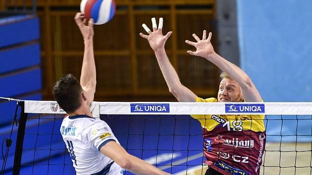 Michal Kriško na bloku proti Ostravě. Právě na ni Liberec narazí v prvním kole letošního play off.