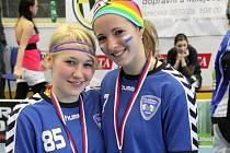 Zuzana Tučková (vpravo) se svojí spoluhráčkou