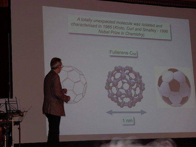 Nejlepší studenti chemie z rakovnického gymnázia si mohli poslechnout přednášku nositelů Nobelových cen.