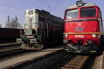 Z chebského lokomotivního depa po zimním deponování odjely do železničního muzea v Lužné u Rakovníka legendární lokomotiva Sergej a Čmelák.