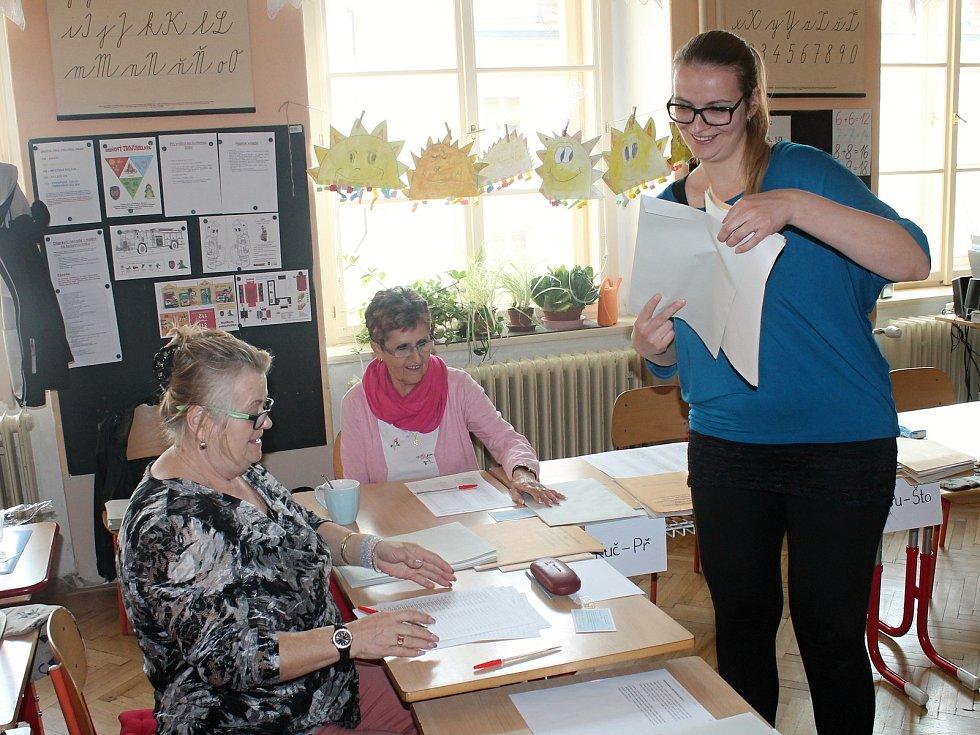 Volební místnost v 1. základní škole Rakovník.