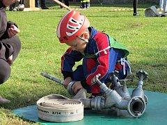 """O titul """"Železný hasič"""" zdatně bojovaly i tříleté děti."""