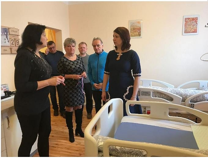 Ze slavnostního otevření čtyř nových ošetřovatelských pokojů v komplexu Domova seniorů v Novém Strašecí.