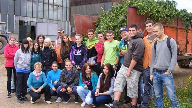 Studenti zemědělské školy na exkurzi v Agrochmelu Kněževes
