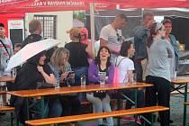Rakovnické pivní slavnosti na dvoře radnice.
