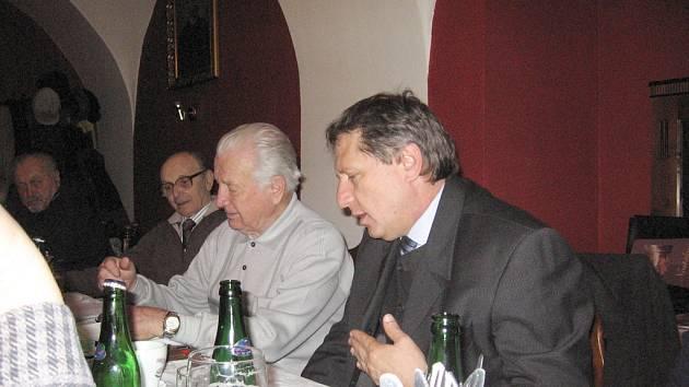 Poslední schůze se zůčastnil také starosta  Rakovníka Zdeněk Nejdl