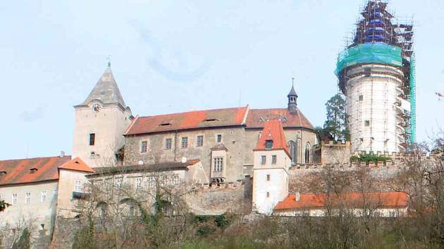 Prochoditou věž vidíme vlevo