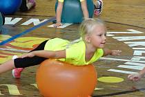 Děti z rakovnického Millenia cvičily ve sportovní hale.