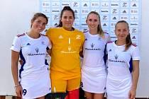 Čtveřice Veronika Přibíková, Rozárie Mrázová, Anna Vorlová a Kateřina Bašová (zleva) si užila atmosféru domácího mistrovství Evropy v pražském Edenu a svými výkony  přispěla k šestému místu.