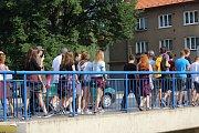 Rakovničtí studenti ve středu veřejně protestovali proti personálním změnám na místní obchodní akademii.