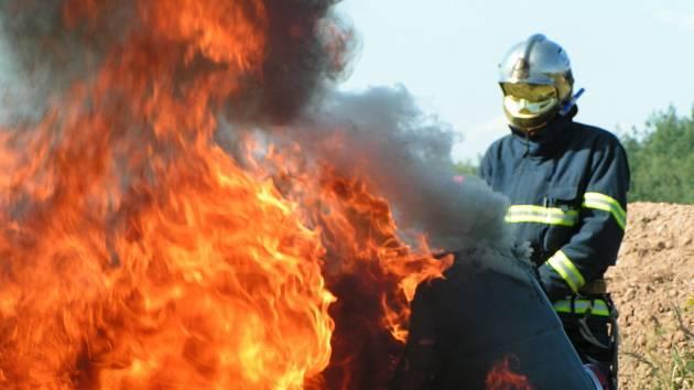Hasičská soutěž Fire wreck a car se konala v Lužné