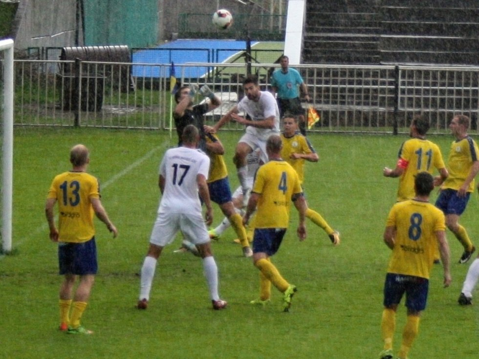 Fotbalisté SK Rakovník v tomto ročníku divize doma poprvé ztratili. Mariánské Lázně porazili až po penaltách, když duel skončil v základní hrací době 2:2.