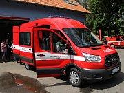 Slavnostní uvedení nového hasičského auta do provozu.