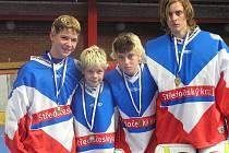 Zleva: ZLEVA Lukáš Knobloch, Jan Prokop, Michal Zeman a Milan Krpelán se zlatými medailemi a primátorským pohárem.