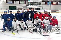 HC Rakovník a jeho trenér Tomáš Bodinger (nahoře uprostřed)