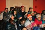 Ze slavnostního rozsvícení vánočního stromu v Čisté.