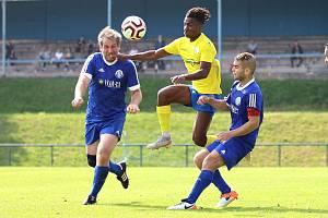 I. A třída: béčko SK Rakovník (ve žlutém) přehrálo jako první v soutěži Dynamo Nelahozeves 2:1.
