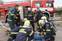Námětové cvičení hasičů v bývalém Hamiru v Novém Strašecí