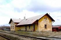 Vlakové nádraží v Lubné.