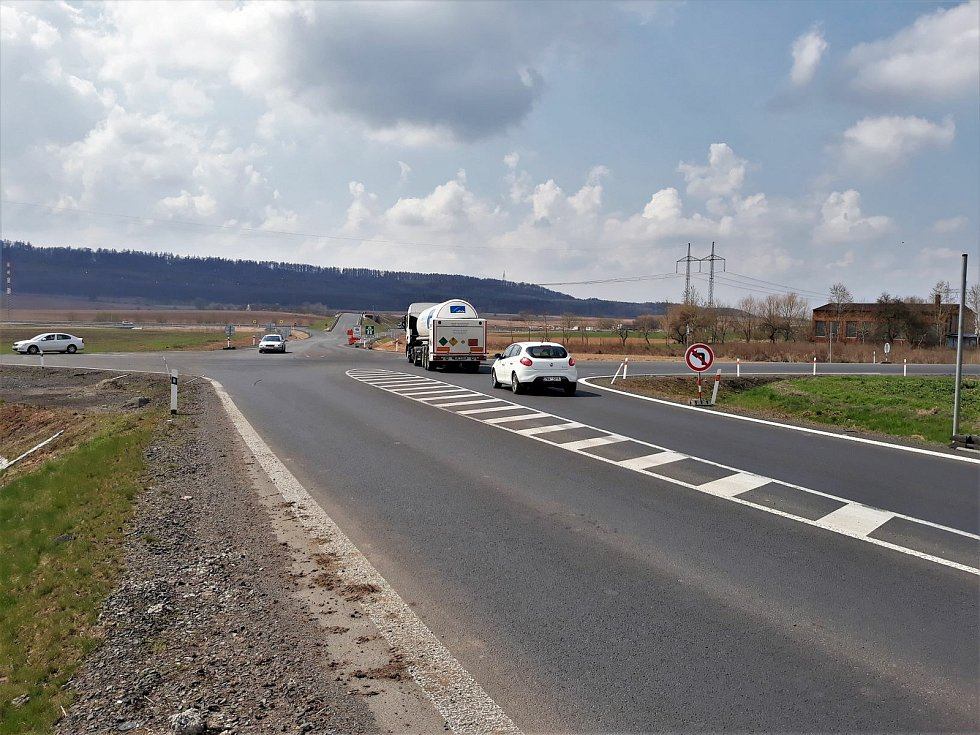 Křižovatka silnic I/16 a I/6 byla úsekem častých dopravních nehod. Foto: archiv ŘSD