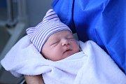 ANTONÍN NESVADBA, PRAHA. Narodil se 15. února 2018. Po porodu vážil 4,2 kg a měřil 52 cm. Rodiče jsou Anna a Adam. Sestra Adina.
